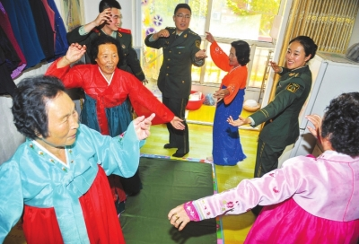 迎接即将到来的国庆节与重阳节.       新华社记者 -吉林日报 - 多媒体