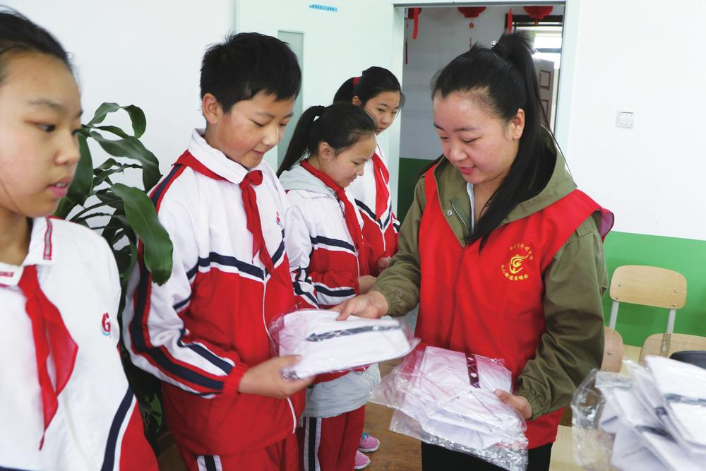 """""""六一""""儿童节各学校、机关单位组织活动丰富孩子的课余时间"""