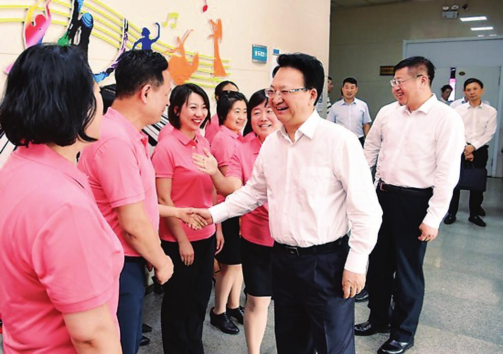 立德树人教书育人奉献助人 为实现中国梦培养栋梁之材