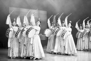 """""""第三场街舞专场比赛的选手包括宋庆龄基金会选送的中国台湾地区代表图片"""
