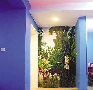 品的地方用手绘墙画来丰富