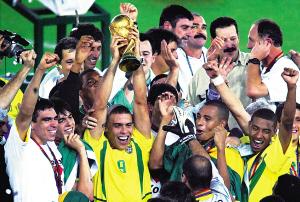 2002年巴西队夺冠. 新华社发-吉林日报 - 多媒体数字报图片